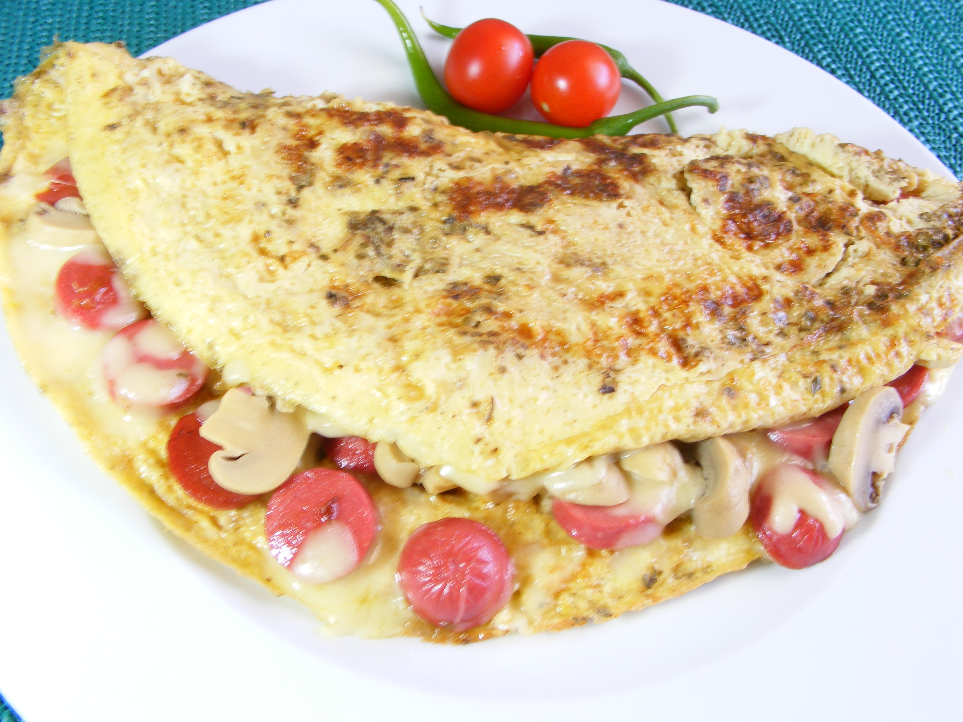 sosisli omlet yemek