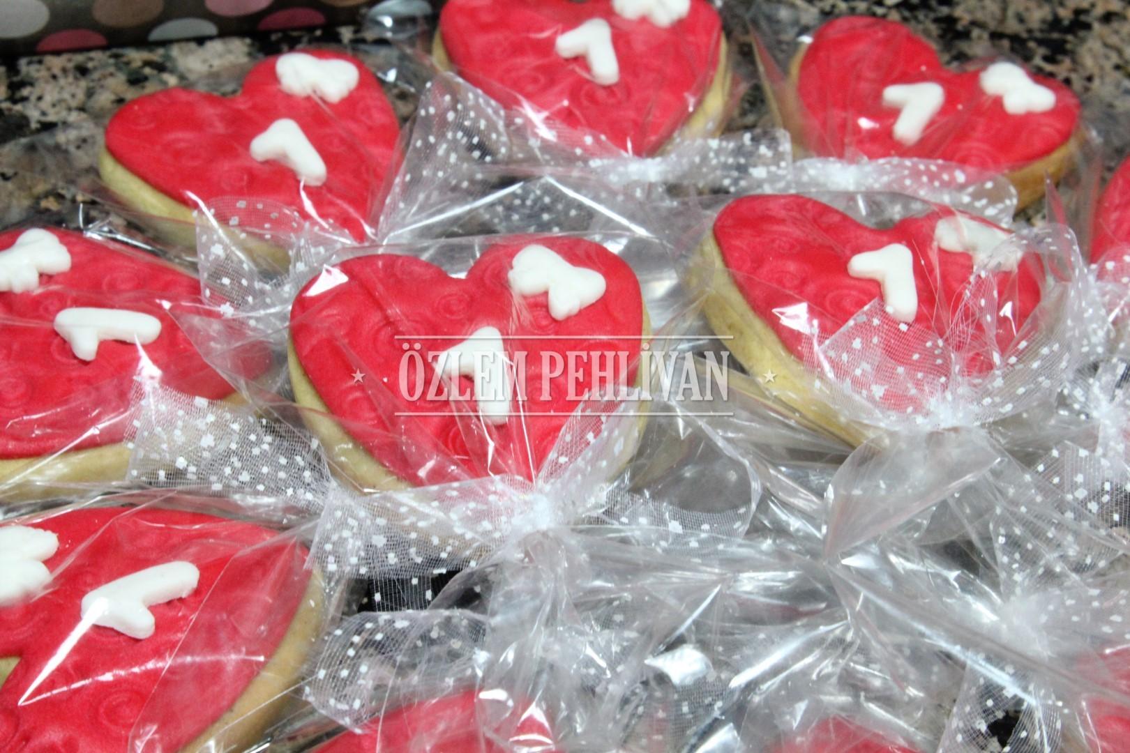 bir-yas-kalp-kurabiye