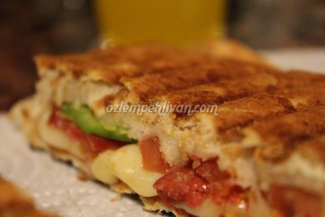 domatesli-biberli-tost-tarifi