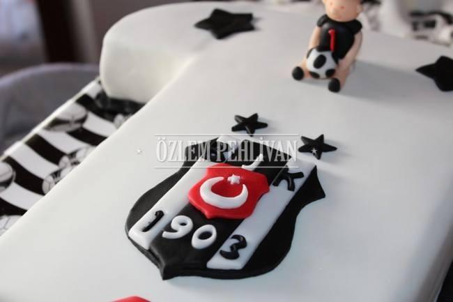 Toprak'ın Beşiktaş'lı 1 Yaş Pastası
